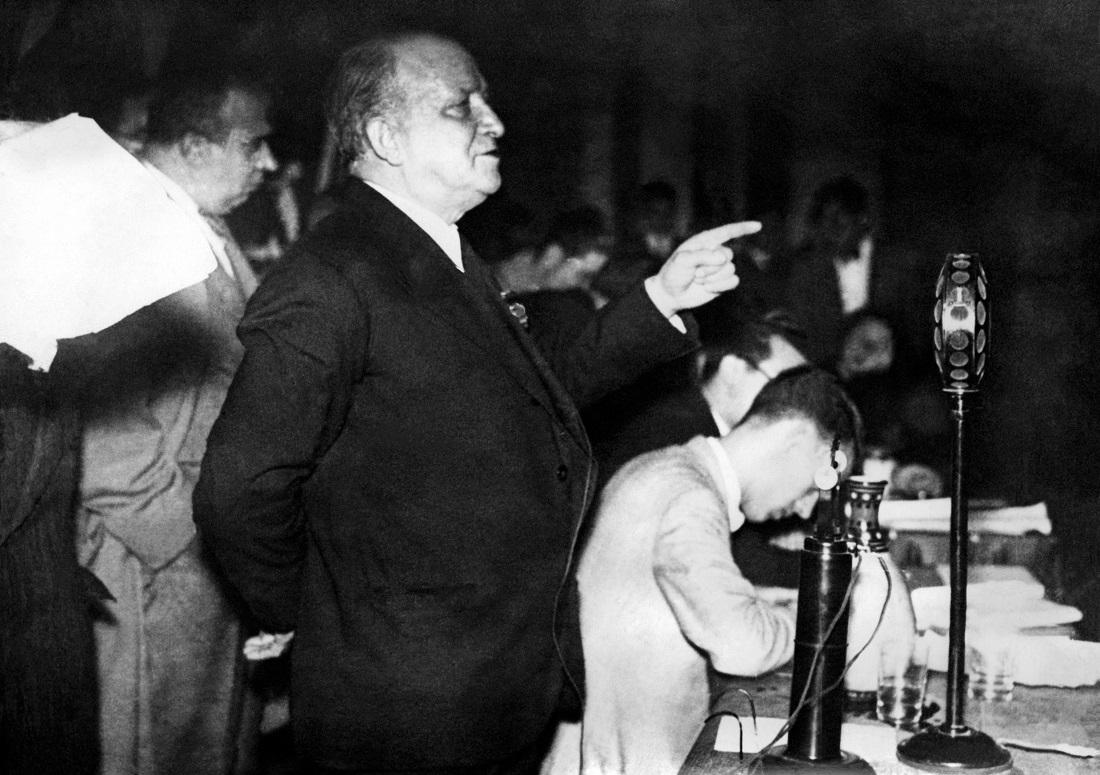Francisco Largo Caballero, en un discurso en enero de 1936, en Madrid. AFP