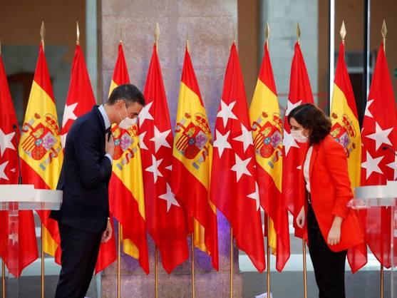 La presidenta de la Comunidad de Madrid, Isabel Díaz Ayuso, y el presidente del Gobierno, Pedro Sánchez. (EFE)