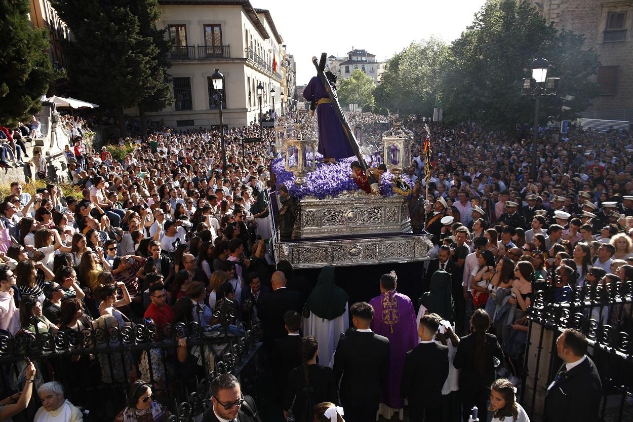 Imagen de la Semana Santa de Granada en 2019, del paso de la procesión de Nuestro Padre Jesús del Gran Poder. E.P./Álex Cámara