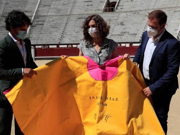 La presidenta de la CAM, Isabel Díaz Ayuso, en la plaza de toros de Las Ventas (Madrid). (EFE)