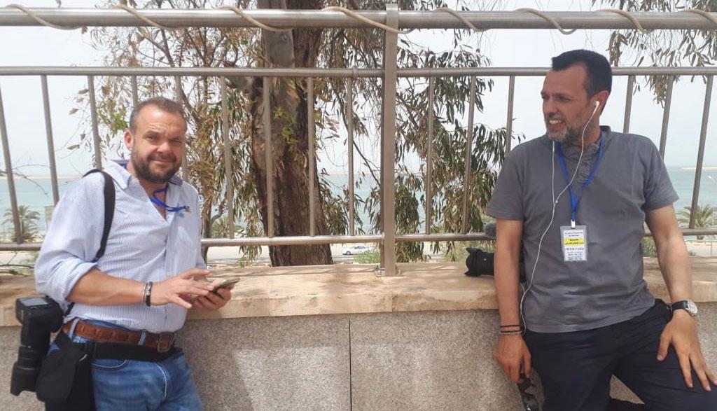 Luis de Vega (izq) y Roberto Fraile en Libia en 2018.- JAVIER MARTÍN