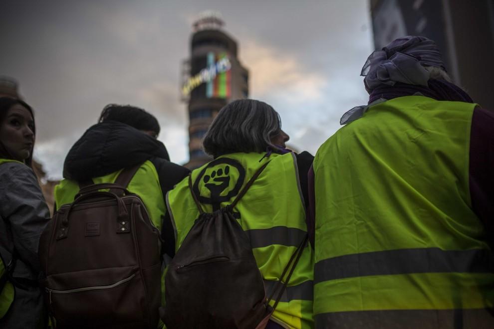 Tres mujeres durante una manifestación en Madrid. Imagen de archivo.- JAIRO VARGAS