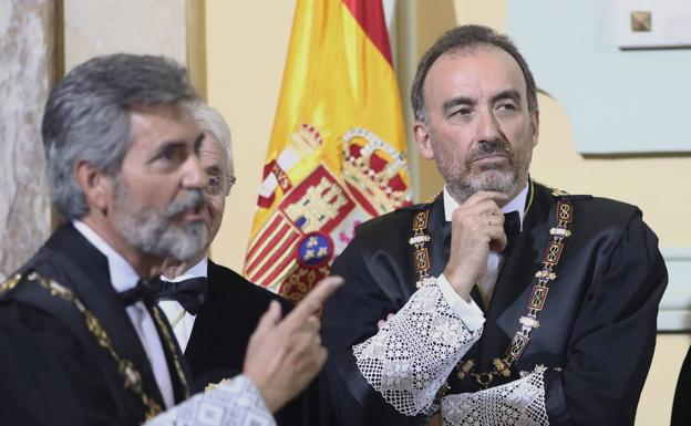 Carlos Lesmes, presidente del CGPJ y del Tribunal Supremo (i), y Manuel Marchena, presidente de la Sala II del Supremo. EFE