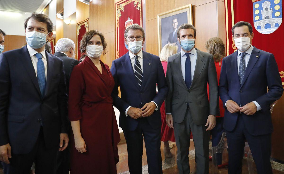 Los barones del PP: de izquierda a derecha, Alfonso Fernández Mañueco (presidente de Castilla y León), Isabel Díaz Ayuso (presidenta de Madrid), Alberto Núñez Feijóo (Galicia), Pablo Casado (líder del partido) y Juan Manuel Moreno (Andalucía). - EFE / LAVANDEIRA JR