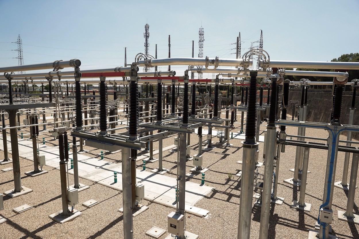 Vista de una estación eléctrica, en Madrid. EFE/Juan Carlos Hidalgo