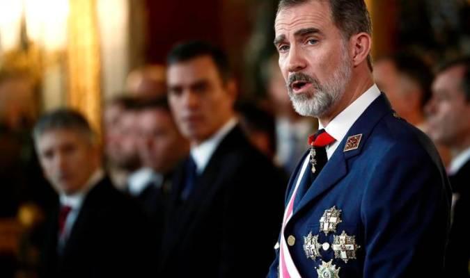 El rey Felipe VI en primer plano, con Pedro Sánchez y Fernando Grande-Marlaska (i) durante la Pascua Militar. EFE
