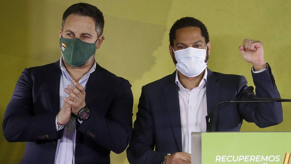 Santiago Abascal y Santiago Garriga, de Vox. / Andreu Dalmau (EFE)