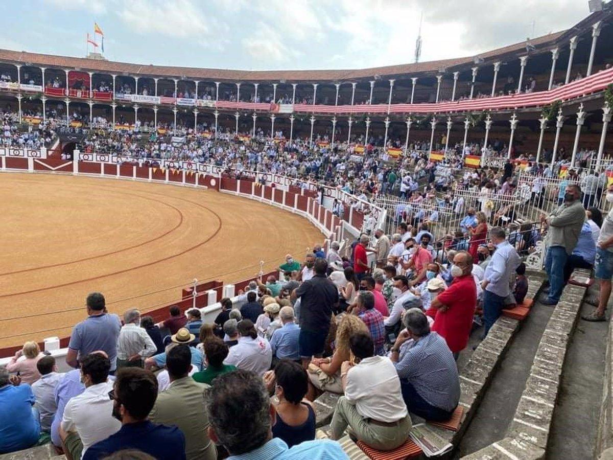 Público en una corrida de toros de la Feria Taurina de Begoña, en la plaza de toros de Gijón. E.P./ANADEL