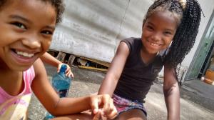 Vitor Grilo. El grupo 'Jardines suspensos' hizo un taller en Maré para niños y jóvenes.