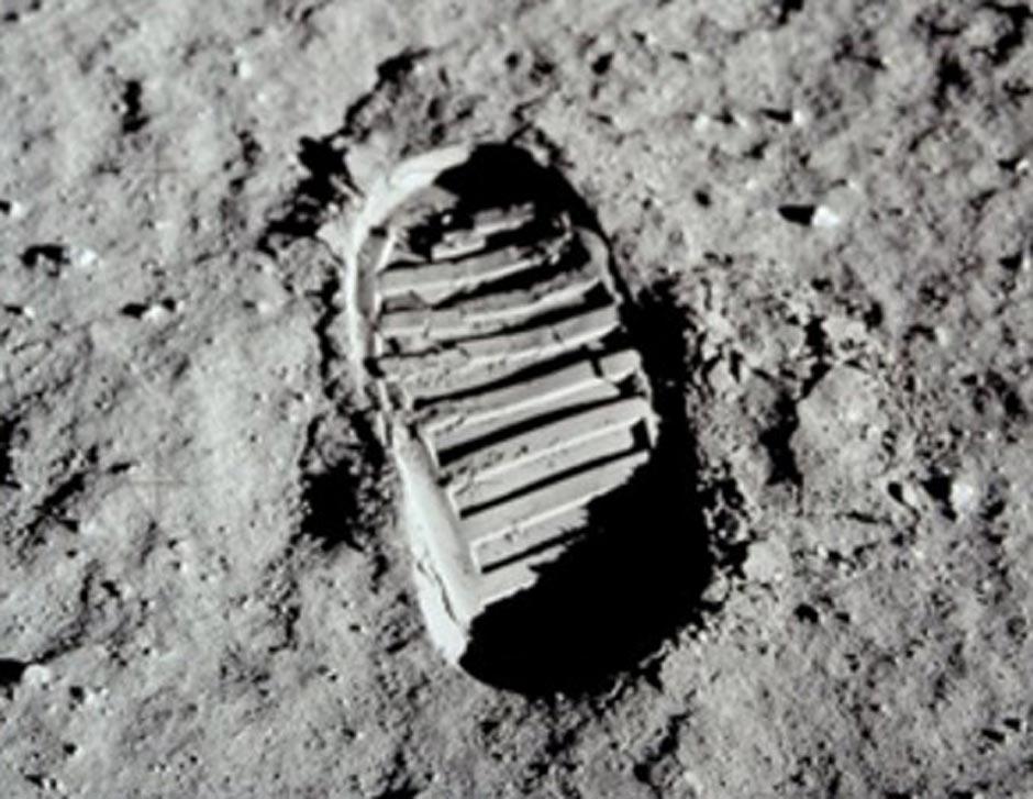 Las huellas son perfectas, algo que difícilmente se produce en una superficie tan seca como la lunar