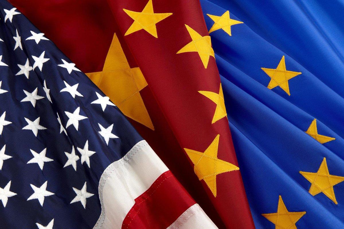 Banderas de EEUU, China y la UE.