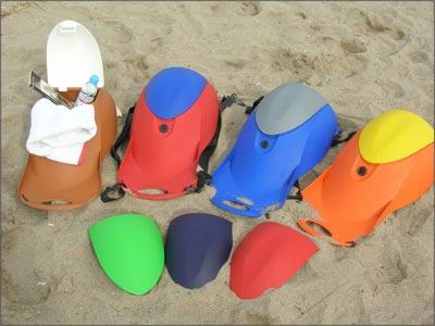 La mochila-caja fuerte combina diferentes colores.