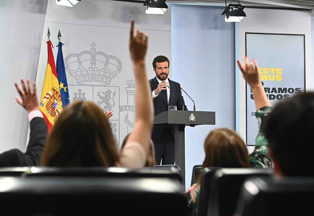 El líder del PP, Pablo Casado durante la rueda de prensa tras su encuentro con el presidente del Gobierno, Pedro Sánchez, en el Paladio de la Moncloa. EFE/Fernando Villar/POOL