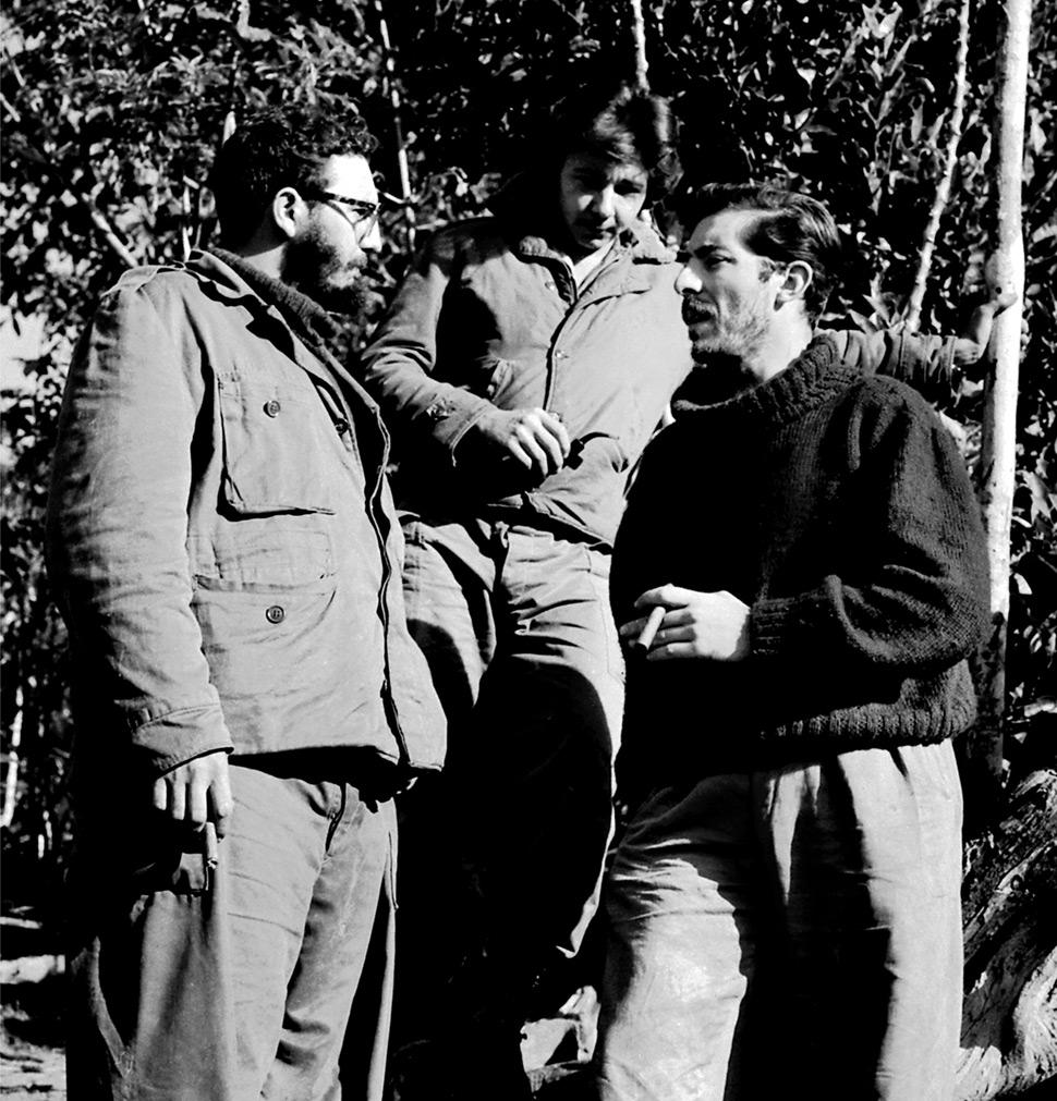 Fidel-Castro,-Raul-Castro-y-Enrique-Meneses