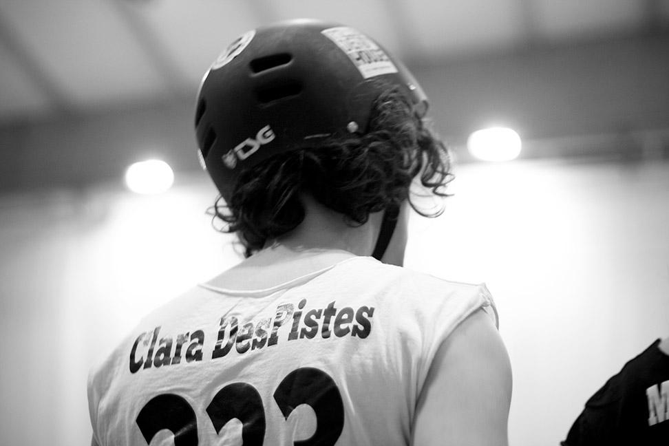 'Clara DesPistes' observa atenta a sus compañeras durante un descanso.- CHRISTIAN GONZÁLEZ