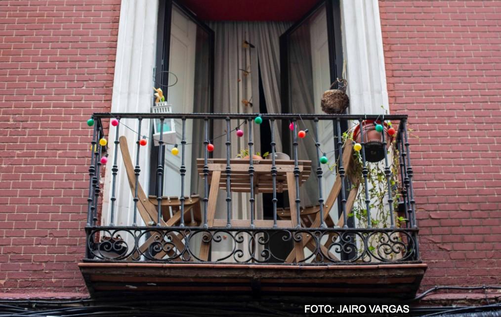 Salita de balcón durante la pandemia de coronavirus en Madrid. / JAIRO VARGAS