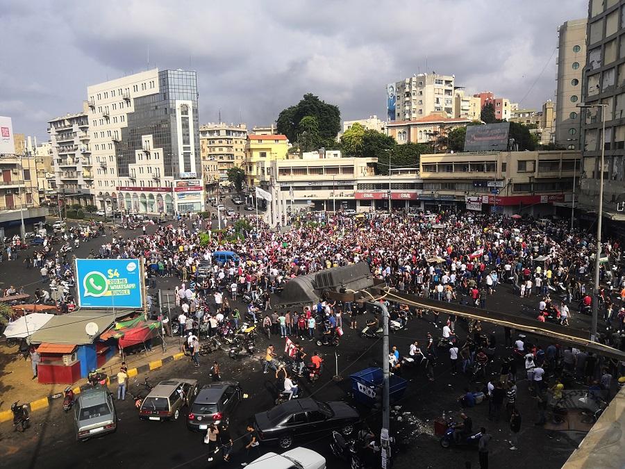 Inicio de la concentración en la plaza Abdul Hamid Karami en Trípoli, el segundo día de protestas.