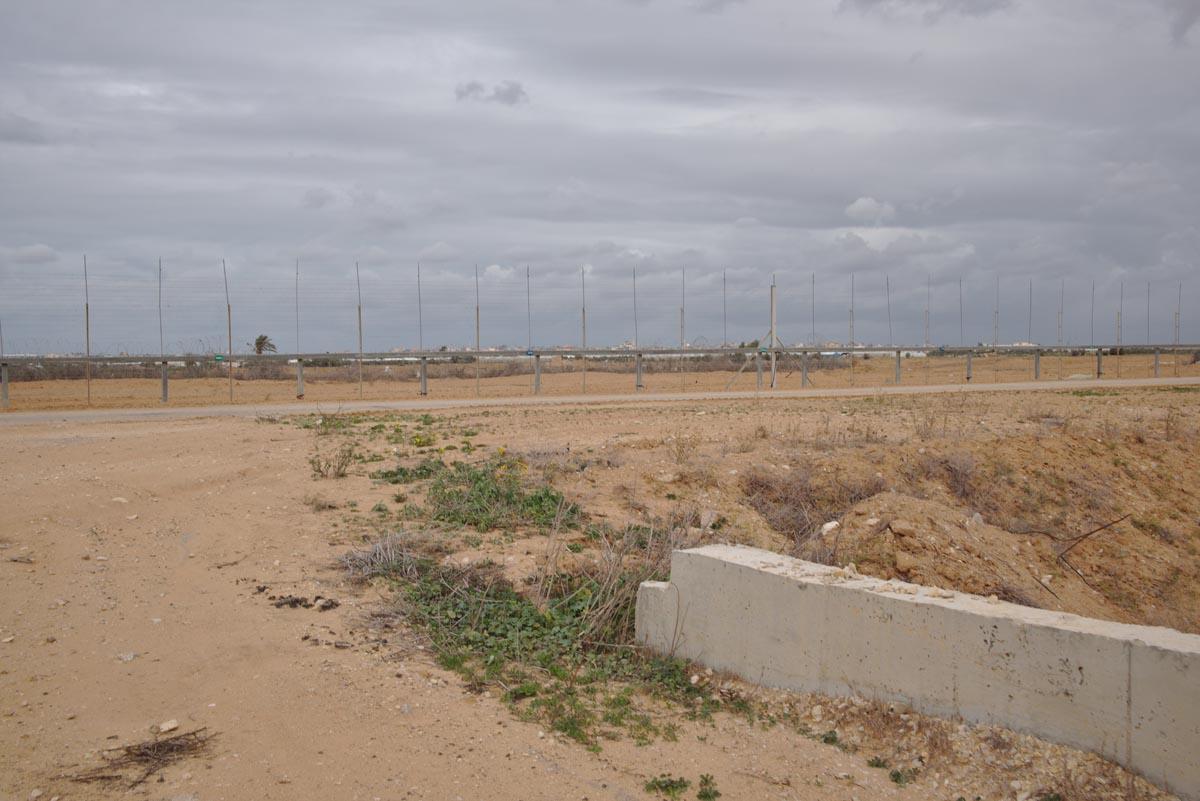 Parte de la valla fronteriza por dónde el grupo de activistas planeaba cruzar al territorio de Gaza.
