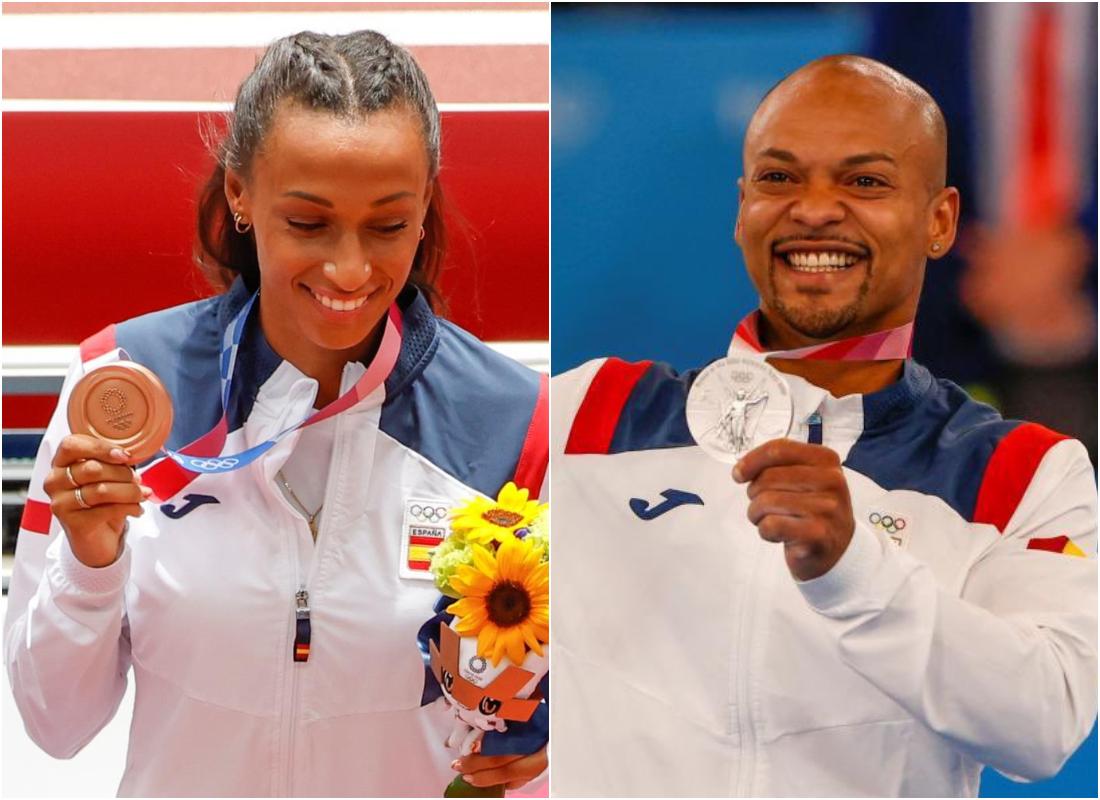 Los deportistas españoles Ana Peleteiro y Ray Zapata, con sus medallas ganadas en los JJOO de Tokio. EFE
