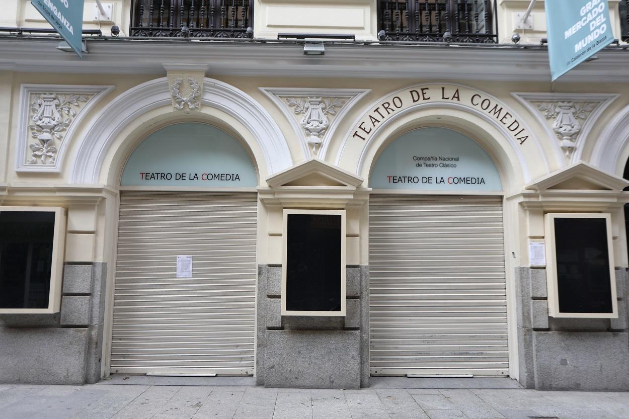 Entrada al Teatro de la Comedia, en Madrid, cerrado durante el estado de alarma por la pandemia del coronavirus. E.P.