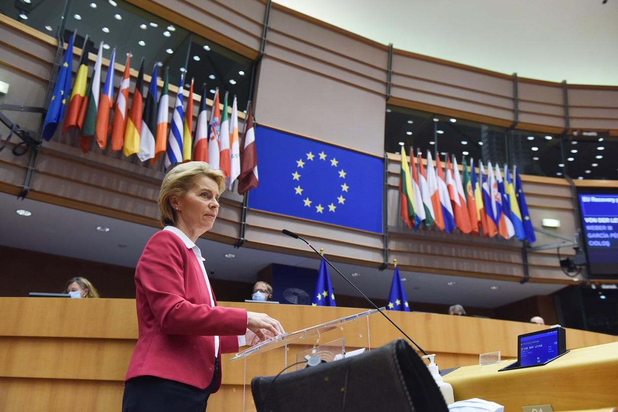La presidenta de la Comisión Europea, Ursula von der Leyen, presenta en el Parlamento Europeo, en Bruselas, las líneas principales de su propuesta de fondo de recuperación en la UE frente a la crisis del coronavirus. E.P.