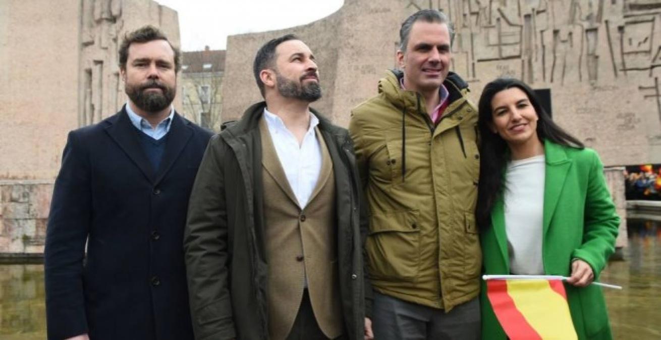 Iván Espinosa de los Monteros, Santiago Abascal, Javier Ortega Smith y Rocío Monasterio en la madrileña plaza de Colón de Madrid. /EFE