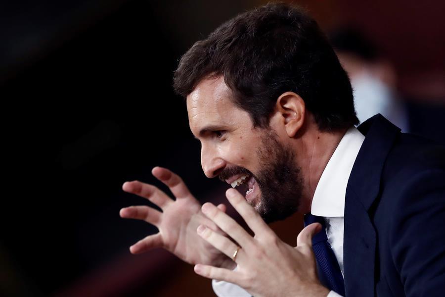 El líder del PP, Pablo Casado, durante su intervención en la segunda sesión del debate de moción de censura presentada por Vox, este jueves en el Congreso. EFE/Mariscal