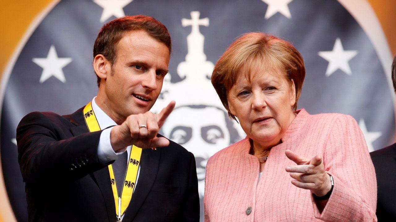 Macron y Merkel dialogan. Imagen de archivo.- EFE