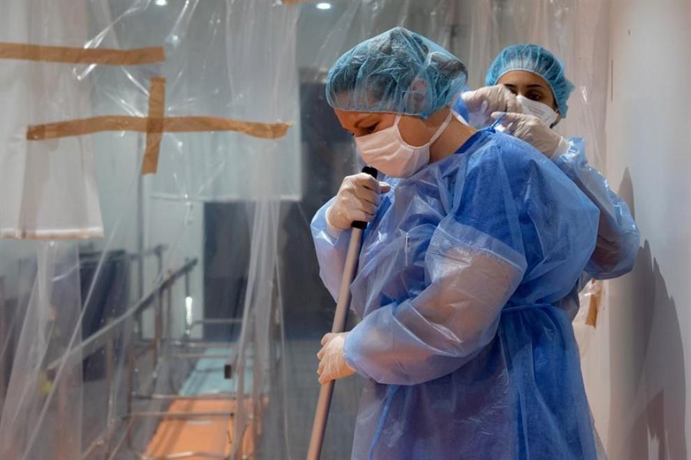 Trabajadoras de un hospital.- EFE