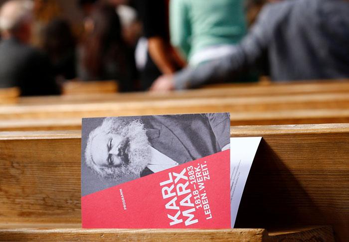 invitación para la inauguración de la exposición que celebra el 200 aniversario de Karl Marx en LA Basílica de Constantino de Tréveris. REUTERS / Wolfgang Rattay