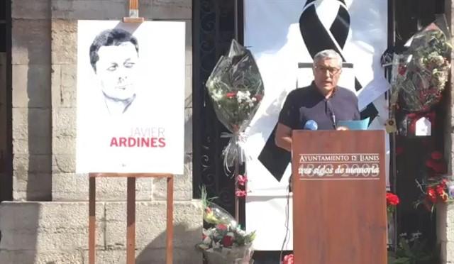 Homenaje en Yanes por el concejal de IU Javier Ardines