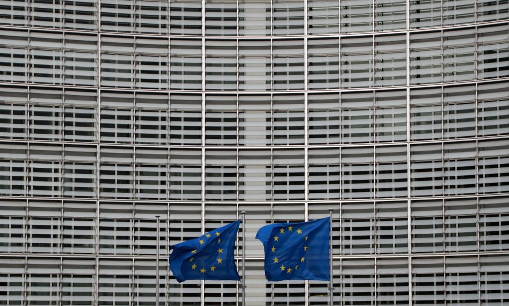 Banderas de la UE delante del edificio de la Comisión Europea, en Bruselas. AFP/Ludovic Marin