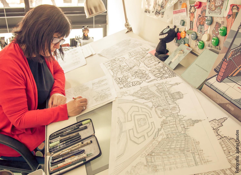 La ilustradora Cristina Durán, de LaGRUA Estudio