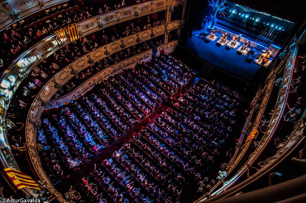 Obrint Pas en el Teatre Principal de València. FOTO: Artur Gavaldà