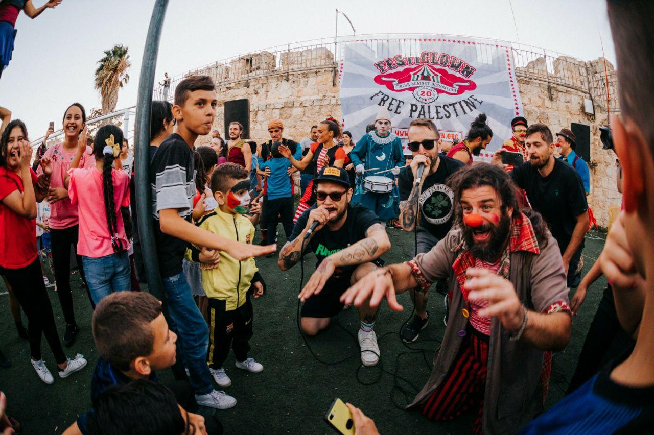 Iván Prado con Los Chikos del Maíz en Jersualén. FOTO: Bernat Mirall