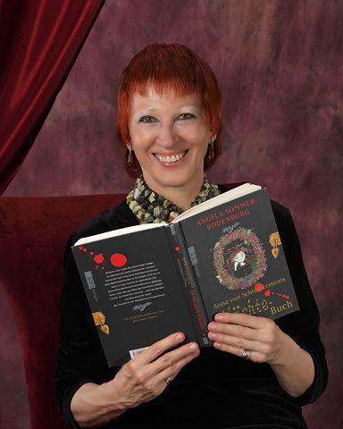 Angela Sommer-Bodenburg, autora de la saga de 'El pequeño vampiro', con su nuevo libro.