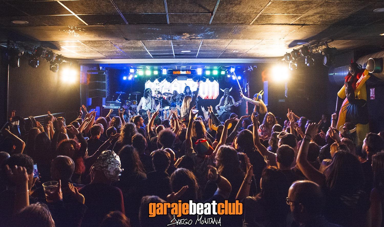 Garage Beat Club durante la actuación de Gigatrón. Foto: Diego Montana en Facebook