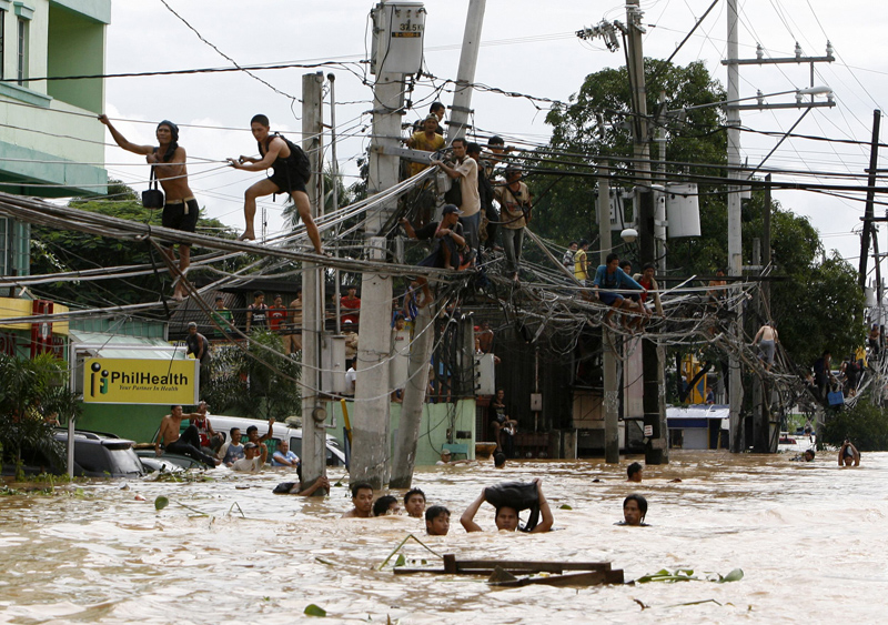 21_2009-09-27t025447z_01_edc507_rtrmdnp_3_philippines-typhoon.jpg