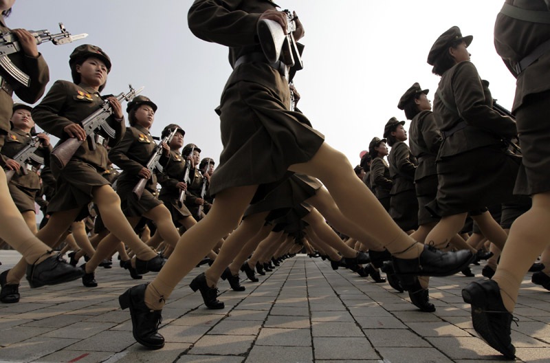 north korean women marching. Female North Korean soldiers