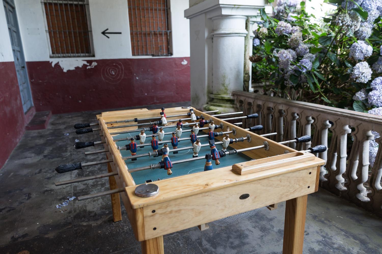 Un futbolín en la antigua prisión provincial de A Coruña. SANDRA GARCÍA REY