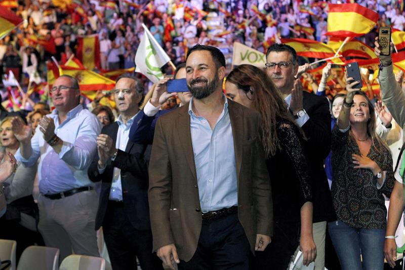 El presidente de Vox, Santiago Abascal, durante el acto celebrado en el Palacio de Vistalegre de Madrid. EFE/ Paolo Aguilar