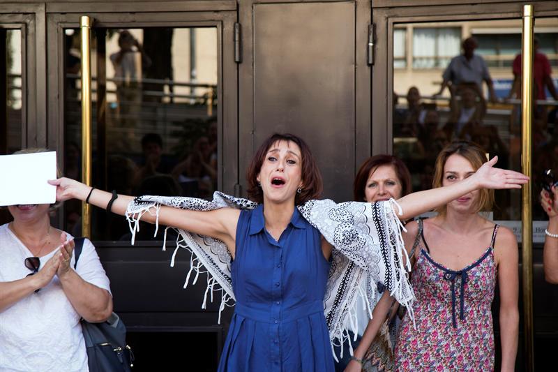 Juana Rivas, a su salida de los juzgados de Granada, tras haberse entregado casi un mes después de incumplir la orden de devolver a sus dos hijos a su expareja. EFE/Pepe Torres