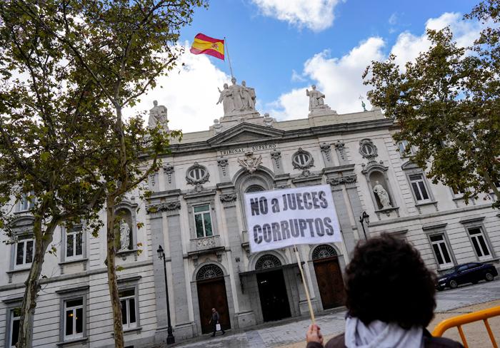 Protesta frente al Tribunal Supremo. REUTERS/Juan Medina