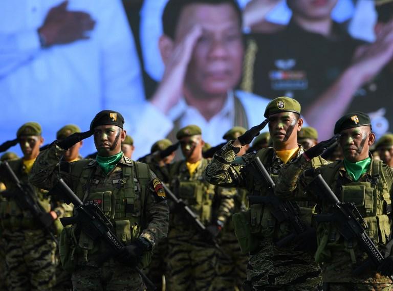 Soldados de Filipinas durante el 121 aniversario de la fundación del Ejército del país, en Manila, el 20 de marzo de 2018. - AFP