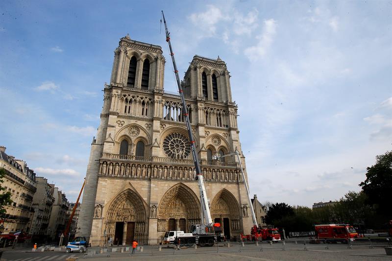 Vista de la Catedral de Notre Dame tras una ceremonia en el ayuntamiento en París. EFE/ Michel Euler