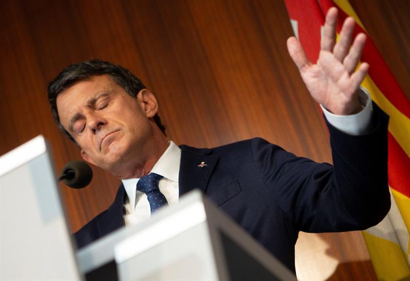 El ex primer ministro francés Manuel Valls y concejal del ayuntamiento de Barcelona, durante una rueda de prensa. EFE/ Enric Fontcuberta