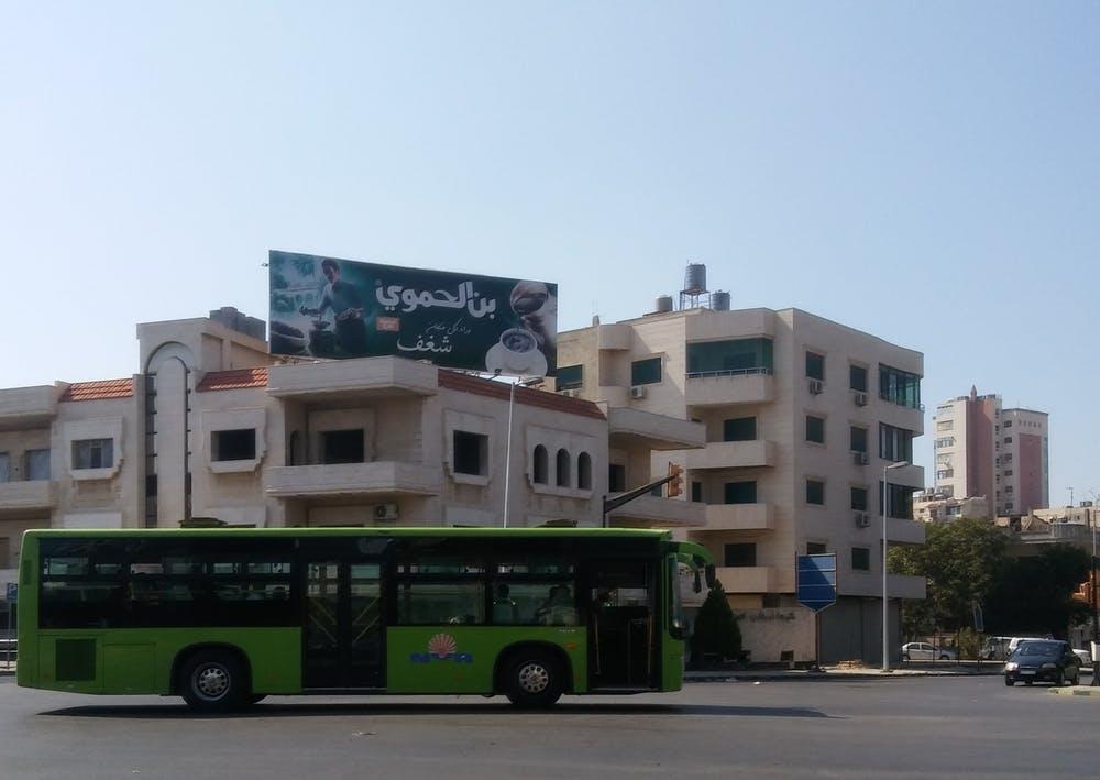 Con la crisis en su recta final, la publicidad comercial ha vuelto a las calles de Homs y otras ciudades sirias. Pablo Sapag M., Author provided