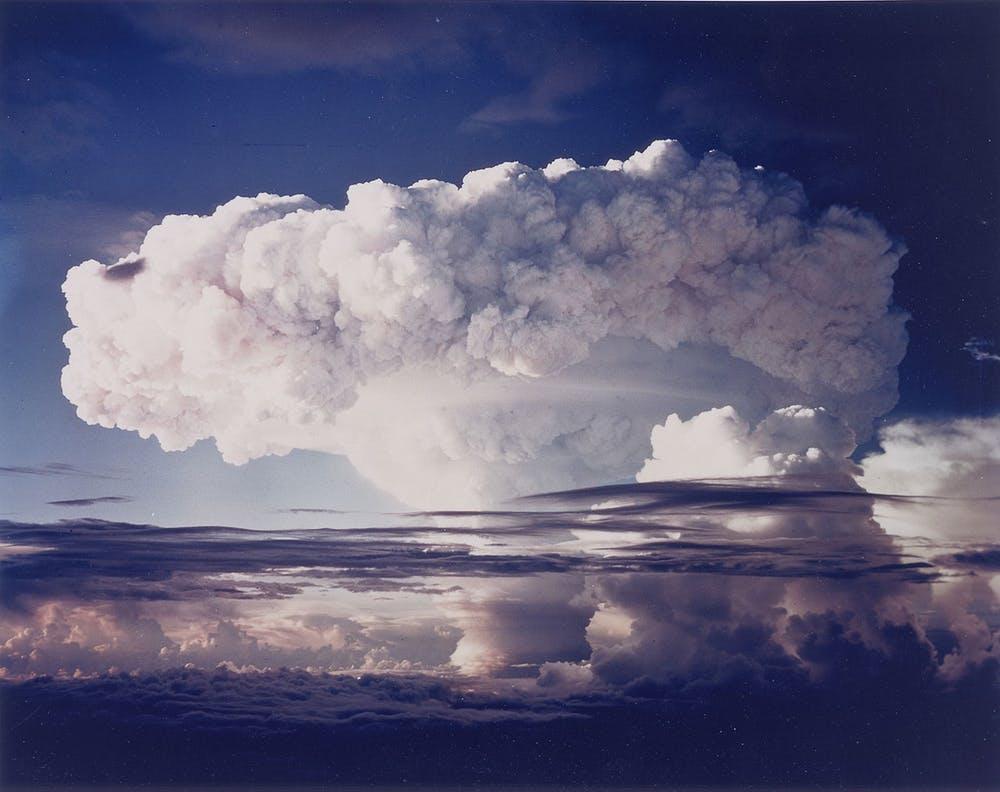 Test de Ivy Mike, la primera bomba termonuclear de fusión nuclear (1952). Wikimedia Commons