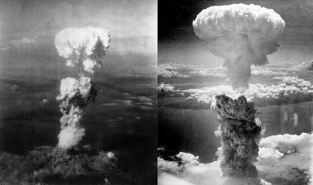 Nubes de hongo de humo sobre las ciudades de Iroshima (izquierda) y Nagashaki (derecha). George R. Caron/Charles Levy/Wikimedia Commons