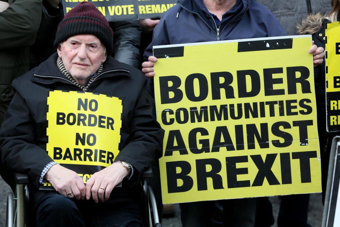 manifestación contra la reinstauracion de fronteras entre Irlanda e Irlanda del Norte. AFP/Paul Faith
